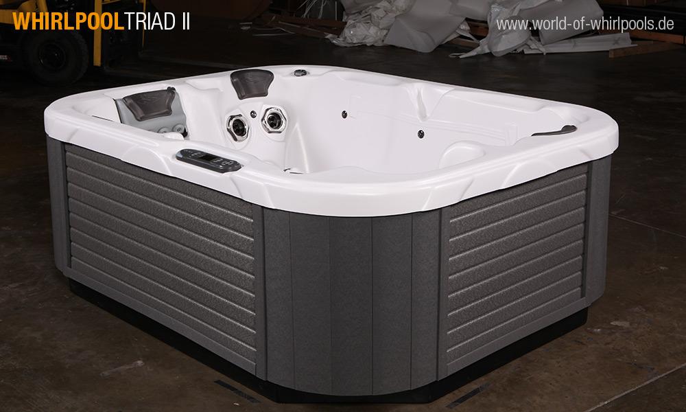 whirlpool triad ii 25 jahre aussen whirlpool jacuzzi. Black Bedroom Furniture Sets. Home Design Ideas